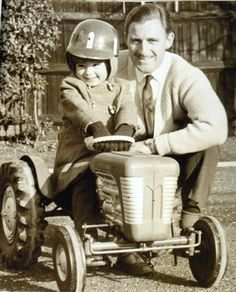 A YOUNG DAMON HILL