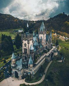 Drachenfels - This castle is a true work of art. Beautiful Castles, Beautiful Buildings, Beautiful Places, Places To Travel, Places To See, Travel Destinations, Shotting Photo, Germany Castles, Fantasy Castle