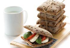 Ruisleipä se miehen ja naisen tielä pitää. Kuvassa oleva leipä on Tapio Ruisruutu. Maista ja ihastu.