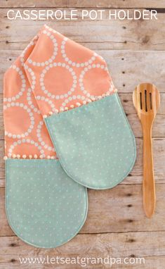 Easy-Sew Two-Hand Casserole Pot Holder - Hey, Let's Make Stuff