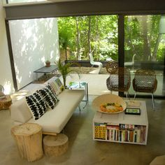 Living Room wood stump Design Ideas, Pictures, Remodel and Decor