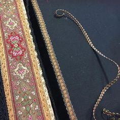 Bilderesultat for beltestakk hjul Gull, Norway, Gold Necklace, Sewing, Image, Instagram, Jewelry, Costumes, Pink
