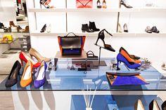 프랑스의 대표 액세서리 브랜드 미넬리minelli 가 갤러리아명품관WEST 3층에 팝업 스토어를 오픈했습니다. 심플하면서도 깔끔한 슈즈는 데일리 아이템으로 제격. 레드와 블랙, 블루, 오렌지 블록 아이템은 포인트 아이템으로 즐겨보세요.