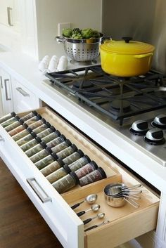 So much organization - Spice drawer for easy to find spices