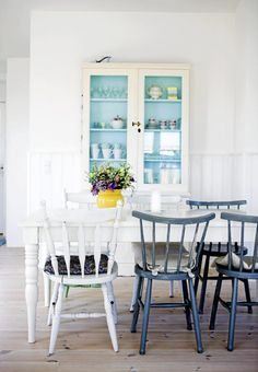 Fresh and bright #scandinavian #dining room. Image by Tia Borgsmidt   Floor