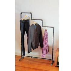 Portant vêtements  simple sur pieds