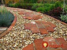 5113808aa8d7bc531a0bcf0eb1774124_mini Stepping Stone Pathway, Brick Pathway, Brick Garden, Paver Walkway, Stone Walkways, Brick Edging, Diy Garden, Garden Paths, Garden Ideas