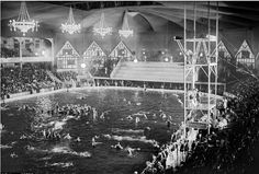 New York. Madison Square Garden transformed into swimming pool scene in Tex Rickard's luxurious indoor swimming pool which was thrown open to the public in 1921 Swimming Pool Pond, Indoor Swimming Pools, Harlem Renaissance, Bauhaus, New York Summer, People Having Fun, Art Deco, Madison Square Garden, Vintage New York