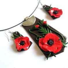 Set #pastă #polimerică cu #flori de #maci, set #bijuterie: #colier, #pandantiv si #cercei / #Polymeric #paste set with #poppies #flowers, set of #jewelry: #necklace, #pendant and #earrings / #양귀비 #꽃 #세트, #보석 #세트: #목걸이, #펜던트 및 #귀걸이. Pasta, Christmas Ornaments, Holiday Decor, Home Decor, Fimo, Xmas Ornaments, Homemade Home Decor, Christmas Jewelry, Christmas Ornament