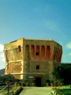 torre della Linguella, via Flickr. Il 27 aprile alle 17,30  Invasore: Arteelba #laculturasiamonoi #liberiamolacultura #invasionidigitali