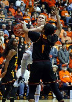 Oregon State's Jamie Weisner tries to drive to the basket on Arizona State's  Arnecia Hawkins (