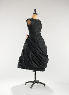 Cristobal Balenciaga. 1956. The Costume Institute. Brooklyn Museum Costume Collection. Metropolitan Museum of Art.