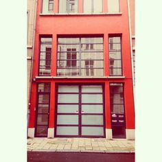 Fire engine red #brussels #bruxelles #belgium #belgique #ixelles #elsene #brusselsarchitecture #bxl #red #rouge #minimal #boxy #color  (at Rue Veydt)