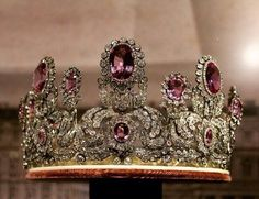 a lovely image of the Wurttemberg pink topaz tiara, once worn by Princess Marie Waldeck von Pyrmont, a gift from Wilhelm II of Wurttemberg when they wed on 15 February 1877. She died in 1882, aged 24 following the birth of a still-born daughter.