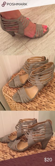 Nine West heeled leather sandals EUC snakeskin textured grey leather heeled sandals. Very comfortable bc of the lower chunky heel Nine West Shoes Sandals