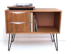Midcentury-style record storage units by Vintage House Coruna | Retro to Go