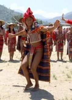 """Igorot costume is very simple. The men wear long strips of handwoven loin cloth called """"wanes"""". The woman wear a kind of wrap-around skirt called """"lufid"""". WW - Loshari ref Philippines Outfit, Philippines People, Visit Philippines, Philippines Beaches, Philippines Culture, Philippine Holidays, Filipino Culture, Indigenous Tribes, Unique Costumes"""