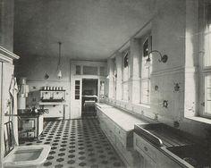 Kitchen in a Mannheim house, 1902 1920s Kitchen, Victorian Kitchen, Old Kitchen, Home Decor Kitchen, Victorian Homes, Kitchen And Bath, Vintage Kitchen, Kitchen Ideas, Victorian Interiors