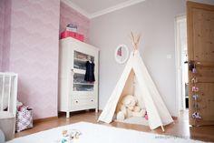 mon bebe cheri | love the cupboard + teepee Blog Bebe, Grey Room, Kids Corner, Nursery Inspiration, Awesome Bedrooms, Nursery Design, Girls Bedroom, Kids Playing, Playroom