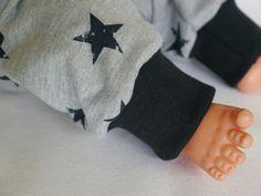 Pumphosen - Baby Kuschelhose Gr. 80 grau mit schwarzen Sternen - ein Designerstück von traumgenaeht bei DaWanda