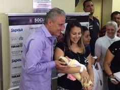 Tite entrega fraldas e enxovais em hospital da zona leste de São Paulo #globoesporte