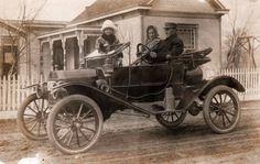 Model T Ford Forum: Old Photo - Family Posing In A Torpedo