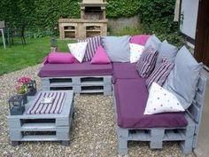 Canapé et table basse palette couleur gris pour déco extérieur