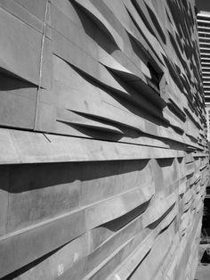 Museum Naturwissenschaft Dallas Detail Texas USA Architektur archdaily Beton w . Precast Concrete Panels, Concrete Facade, Concrete Architecture, Museum Architecture, Amazing Architecture, Architecture Details, Landscape Architecture, Installation Architecture, Metal Facade