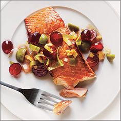 Plank-Grilled Salmon with Grape Relish ; Quartered red grapes combine with chopped green olives, shallots, and a splash of red wine vinegar for a salty-sweet relish that adds color and contrast to smoky, plank-grilled salmon. Grape Recipes, Relish Recipes, Summer Recipes, Cooking Light Recipes, Healthy Cooking, Healthy Eats, How To Eat Better, Bariatric Recipes, Grilled Salmon