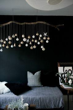 inneneinrichtung ausgefallene dekoideen schlafzimmer treibholz weihnachten dunkle wand