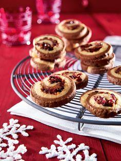 Süßes Gebäck mit Cranberrys und Schokolade zur Weihnachtszeit