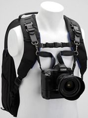 Then you attach the camera to the harness via the support straps. Then you attach the camera to the harness via the support straps. I want this for the long hikes that we go on. Dslr Photography Tips, Camping Photography, Photography Equipment, Outdoor Photography, Paramètre Photo, Photo Tips, Photo Ideas, Camera Photos, Hiking Essentials