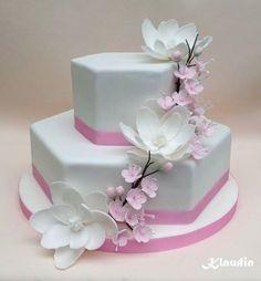 white magnolias - Cake by CakesByKlaudia Cake Topper Tutorial, Cake Toppers, Magnolia Cake, White Cakes, Gorgeous Cakes, Magnolias, Cakes And More, Cake Art, Cake Decorating