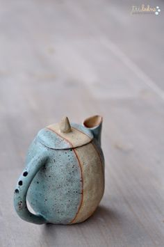 Created from a single lump of clay, pinched pots have the direct imprint of the artis Clay Teapots, Pottery Teapots, Ceramic Pottery, Pottery Art, Pottery Ideas, Ceramic Pots, Ceramic Clay, Pinch Pots, Porcelain Ceramics