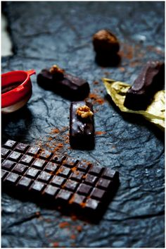 zesty almond raw chocolate from Whole Promise blog - looks super easy to make and perfect for valentine's day