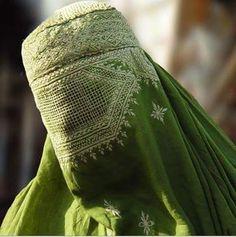 Mode Niqab, Afghan Girl, Arab Fashion, Arab Girls, Beautiful Hijab, People Of The World, Muslim Women, Looks Style, Minimal Fashion