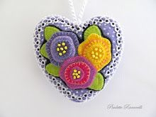 Neat applique...and tiny little beads - so pretty -  By Paulette beedeebabee blogspot.