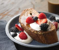 whole grain vanilla french toast- has all nutrients for recovery after a long run Breakfast Dessert, Breakfast Recipes, Vanilla French Toast, No Meat Athlete, Runners World, Healthy Desserts, Healthy Breakfasts, Healthy Foods, Vegan Dishes