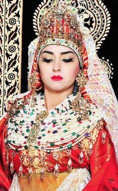 https://culturecherifienne.wordpress.com/2016/05/23/au-maroc-le-mariage-rime-avec-tradition/