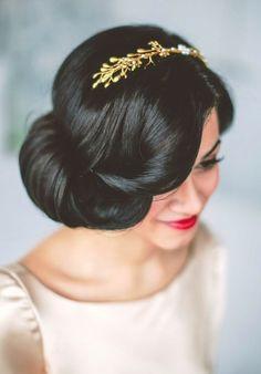 Bride's sleek retro wedding hairstyle with gold headband