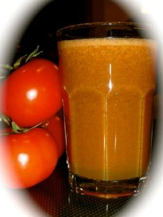 A tomato based juice which has an irresistible taste. This juice can be warmed slightly if you are feeling like something warmer. Because it has a rich tomato taste, it is a great evening juice to rep Diabetic Smoothies, Diabetic Drinks, Diabetic Recipes, Raw Food Recipes, Juice Recipes, Healthy Foods To Eat, Healthy Drinks, Diabetic Cookbook, Milkshakes