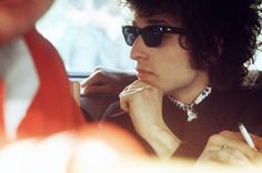 Bob Dylan en route vers l'Olympia pour son concert a l'Olympia le 24 Mai 1966 by Tony Frank Bob Dylan, Serge Gainsbourg, Olympia, Tony Frank, Michel Polnareff, Billy The Kid, Mundo Musical, It Aint Me, Travelling Wilburys