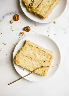 Bourbon Caramel Cake by Wood and Spoon blog. This is a fluffy brown sugar bourbon cake with a Southern old fashioned caramel frosting made with brown sugar. This is a small batch cake that only serves a few, perfect for weeknight baking. This rectangular cake makes sweet and salty layers that are perfect for fall and holiday baking. Learn how to make old fashioned icing on thewoodandspoon.com Cake Recipes, Baking Recipes, Sweet Recipes, Small Batch Bourbon, Caramel Frosting, Wood Spoon, Cake Flour, Fall Desserts, Cupcake Cakes