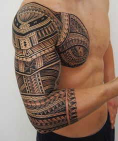Half sleeve tattoos are very popular these days. Half sleeve tattoos for men look especially good on guys with toned arms, biceps and shoulders. And although full sleeve tattoos are much more… Upper Half Sleeve Tattoos, Quarter Sleeve Tattoos, Half Sleeve Tattoos Designs, Upper Arm Tattoos, Full Sleeve Tattoos, Arm Tattoos For Guys, Tattoo Half Sleeves, Maori Tattoos, Hawaiianisches Tattoo