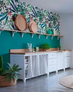 35 The Beautiful Botanical Wallpapers for Your Outdoor Kitchen Wall Contemporary wallpaper and wall panels can do the job also in since they do in grand rooms, though you might […] Kitchen Wall Colors, Home Decor Kitchen, Kitchen Interior, Home Kitchens, Sweet Home, Kitchen Wallpaper, Kitchen Remodel, Room Decor, Interior Design
