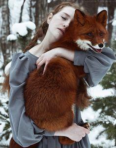 As belas fotografias com garotas ruivas e uma adorável raposa de Alexandra Bochkareva