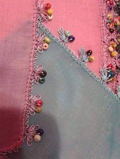 tahta boncuklu oya nasıl yapılır - Google'da Ara Drawn Thread, Thread Work, Hand Embroidery, Machine Embroidery, Needle Lace, Quilt Border, Knitted Shawls, Knitting Socks, All Craft