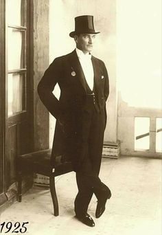 """Mustafa Kemal Atatürk pictured in 1923 wearing a formal evening look and a top hat"". (Turkish revolutionary and President of Turkey"". ""The most formal hat, by the the top hat was on its wa Formal Dresses For Men, Formal Tops, 80s Fashion Men, Fashion News, Celebrities Fashion, Fashion History, Great Leaders, Jacket Style, Retro"