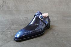 Gentlemen, cela fait un petit moment que nous nous intéressons de très près au travail de Riccardo Freccia Bestetti, étonnant et mystérieux bottier italien installé dans la petite ville de Vigevano à quelques encablures de Milan. Etonnant, Bestetti l'est assurément. Il suffit pour s'en convaincre de jeter un oeil à ses créations qui souvent confinent à la sculpture et qui, au delà des goûts (et des couleurs!), ne peuvent laisser aucun amateur de souliers indifférent. Alors certes, ce...