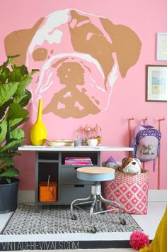 DIY Dog Face Wall Art - 16 Eye-Catching DIY Statement Wall Tutorials | GleamItUp